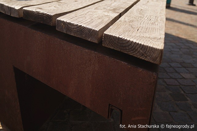 ławka drewno i corten