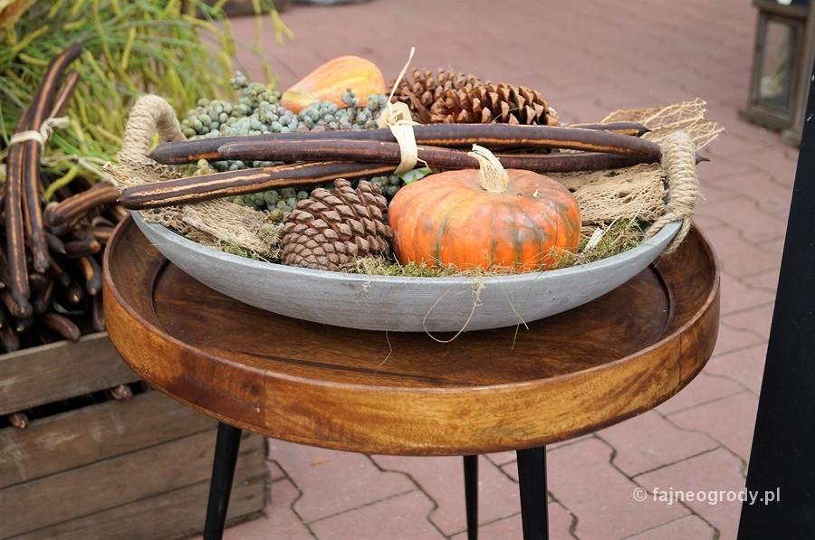 Kompozycja jesienna nabazie darów lasu